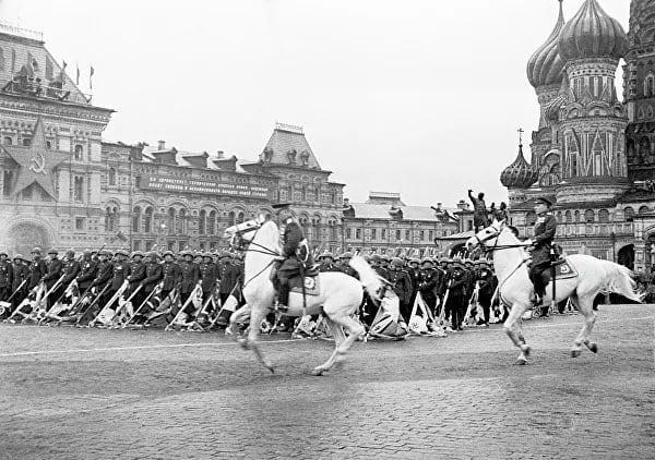 Семьдесят пять лет назад, 24 июня 1945 года, на Красной площади в Москве в ознаменование победы СССР над фашистской Германией в Великой Отечественной войне состоялся исторический Парад Победы