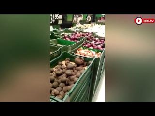 Живую мышь в овощах обнаружили в продуктовом магазине челябинцы