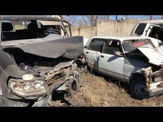 Выставка разбитых автомобилей