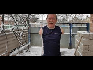 Первый снег❄ 6 декабря 2020 год, чищу первый снег! жизнерадостный мужчина, без рук а всё равно веселится! Здоровья вам