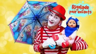 Baby Born Annabell se prépare pour la promenade. Vidéo drôle avec le mime pour enfants.