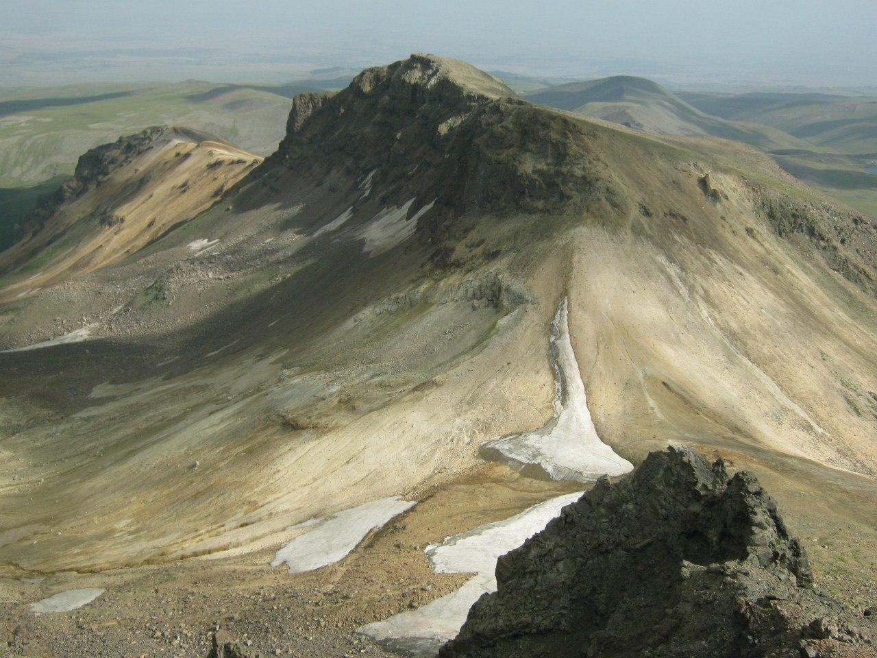Вид с западного пика горы Арагац.