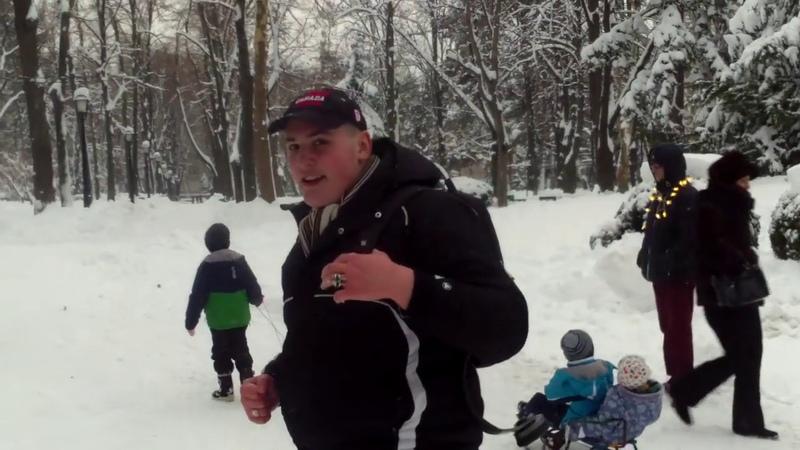 S-au bătut cu bulgări de zăpadă supravegheaţi de poliţie - Curaj.TV