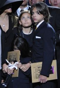 Принс, Пэрис и Бланкет на церемонии прощания с Майклом Джексоном, 2009 г.