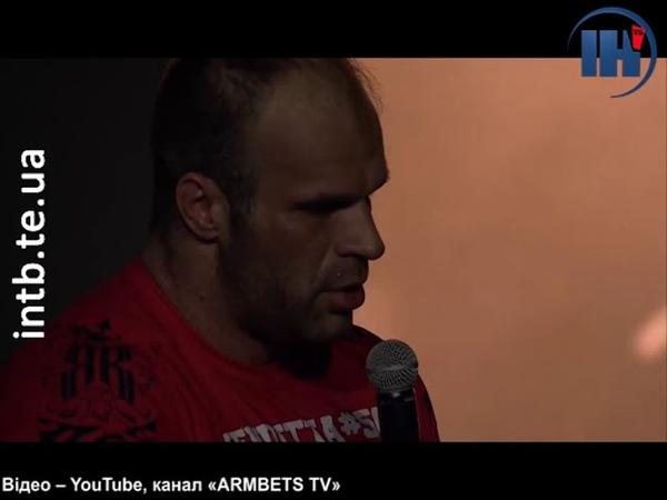 Суперник Андрія Пушкаря передав чемпіонський пояс сину загиблого спортсмена