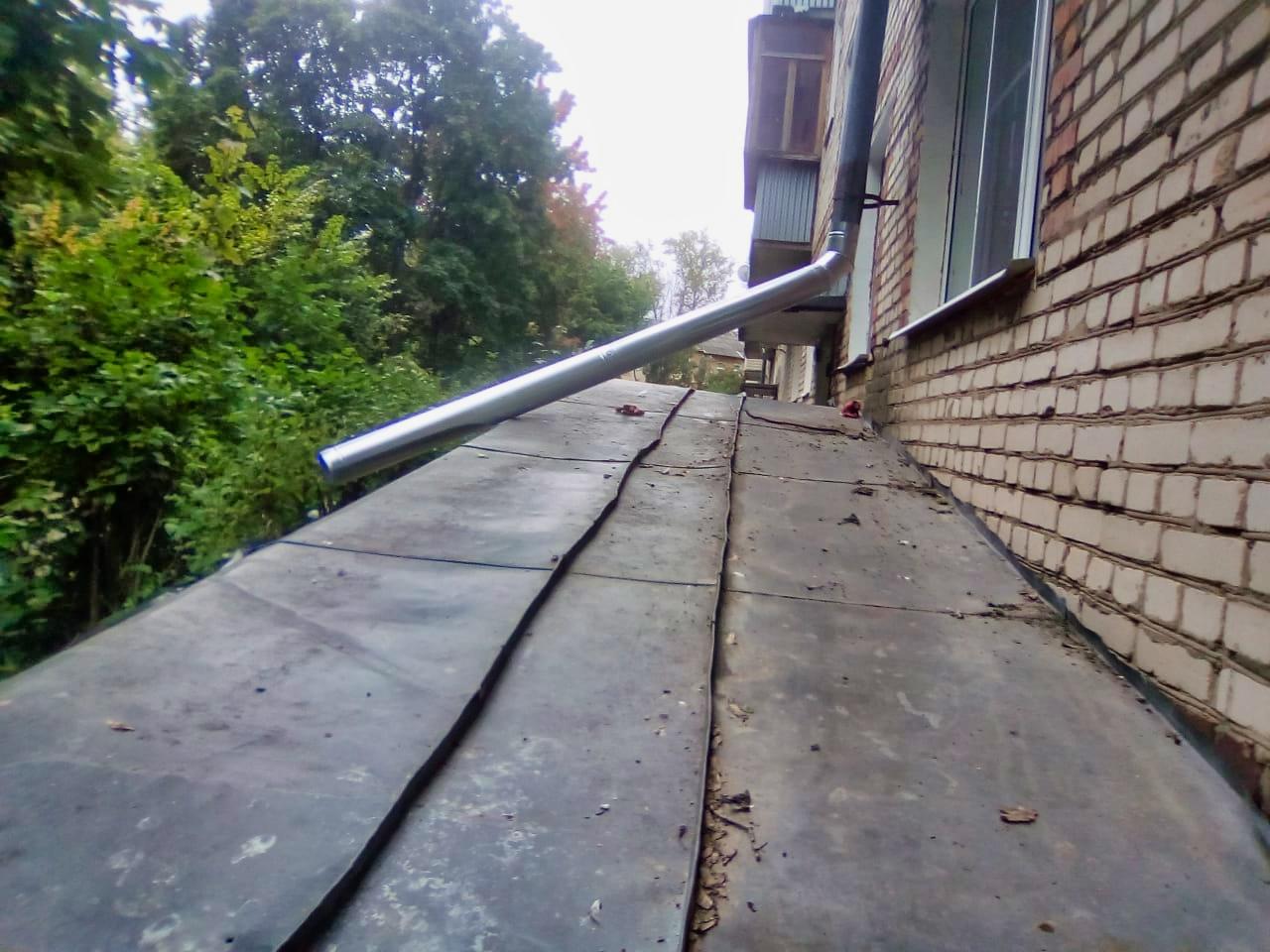Починили водосток на Дачной, 11