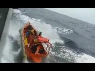 Неудачный подъем rescue boat