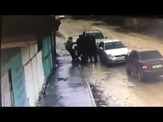 В Дагестане неравнодушный водитель спас девушку от похищения