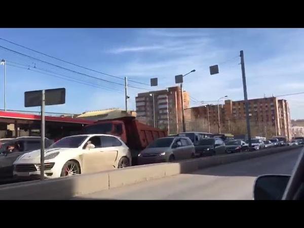 На Свободном проспекте в Красноярске произошла авария с участием бетономешалки и легкового авто