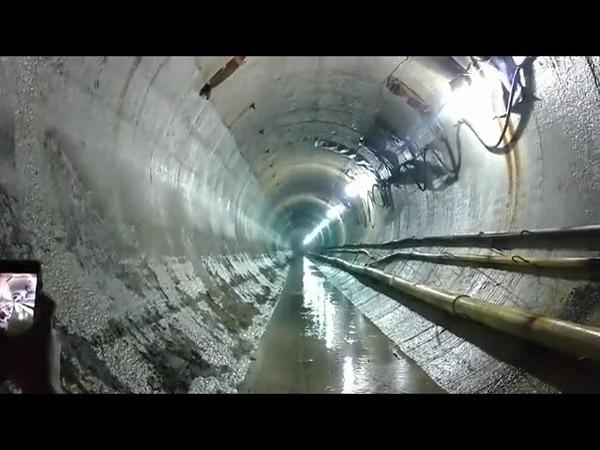Ударная волна от взрыва проносится по тоннелюинтересно