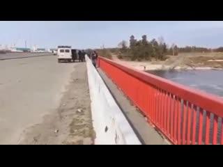 ОМОН с автоматами бегает за рыбаками в Сургуте