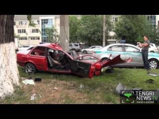 BMW протаранила бетонный столб в Алматы