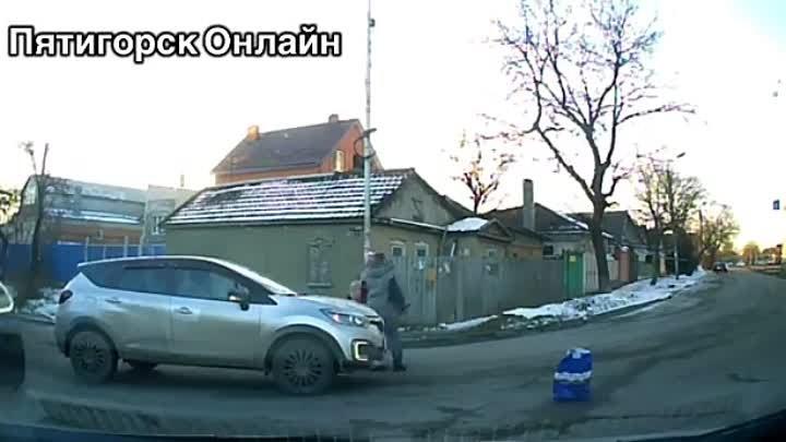 Автоинспекторы ищут участников ДТП с ребёнком в Пятигорске