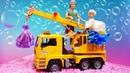 Барби и Кен стирают вещи - Видео про куклу Барби на английском языке.