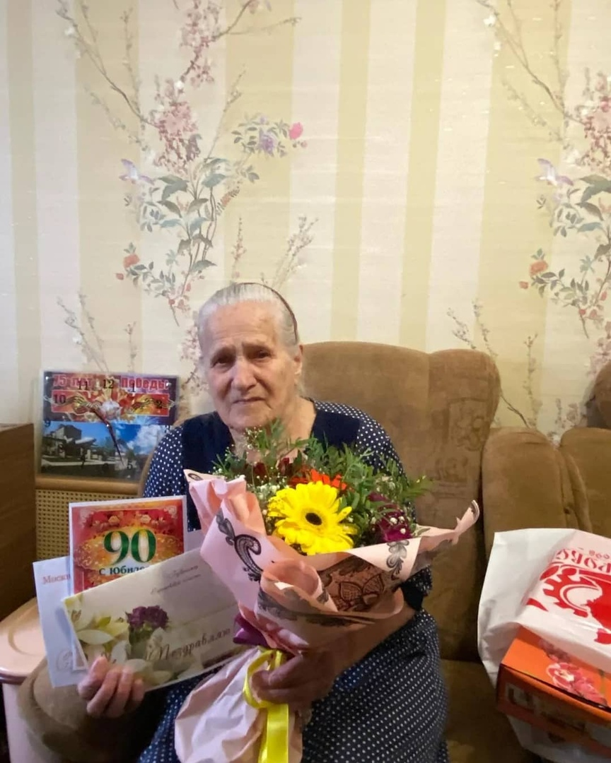 Сегодня тёплые поздравления с 90-летием принимала труженица тыла из Петровска Евдокия Антоновна ФИРСОВА