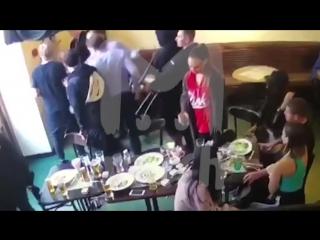 Футболисты кокорин и мамаев избивают чиновника в кофемании [nr]