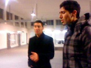 özgur с другом одной холодной ночью у метро