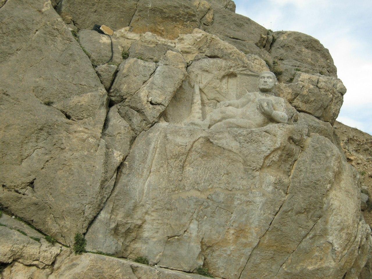 Геракл и другие рельефы в Бисотуне