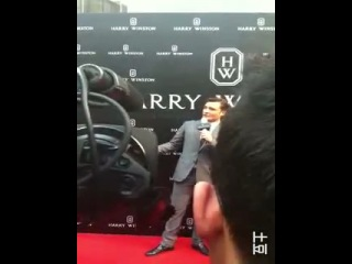 Интервью Эда на церемонии открытия магазина Гарри Уинстона в Шанхае 27 апреля