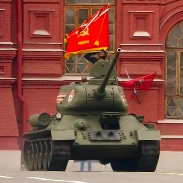 Алексей Серов: С Днём Победы !!! УРА !!!