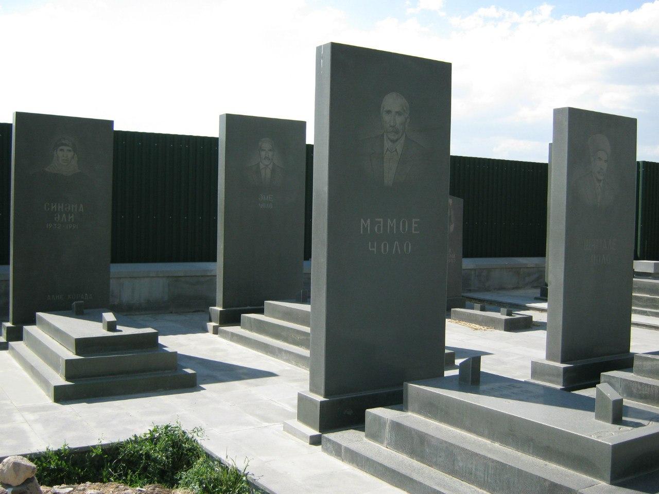 Кладбище езидов близ Храма Солнца