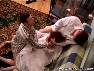 Друзья жениха изнасиловали невесту прямо перед свадьбой (изнасилование, мжм, русские, минет, сперма на лицо)