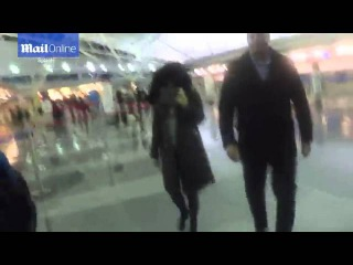 Raw video : Barely recognisable: Megan Fox struts through JFK airport