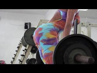 Мотивация для девушек!Девушка с супер формами,занимается в спорт зале!