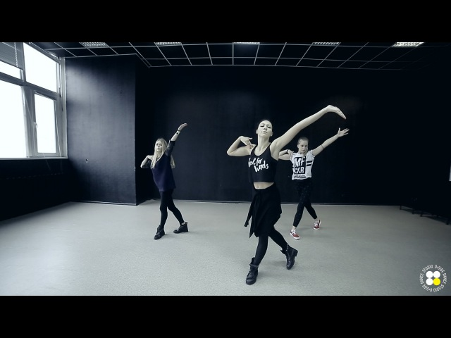 Vjuan Allure Tthat Beat Vogue by Mira Mizrahi dance studio