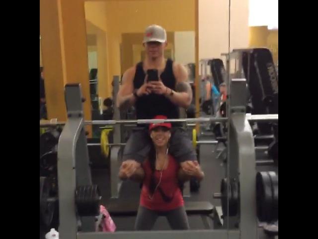 "♓️💋💪🏽💜🎂💁🏽👑🐠 on Instagram: ""How swolemate do in the gym fitfam fitmom fitdad squats howwedo howiroll tattedandshredded tattooeddad tattooedmom wobbly…"""
