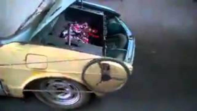 Bar b q in car very fynny video
