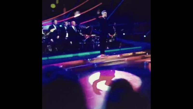 Starstruck and all lookMom it's RobbieWilliams 😎 theantonelliorchestra vmd16 partylikearussian workbitch aintcomplaining