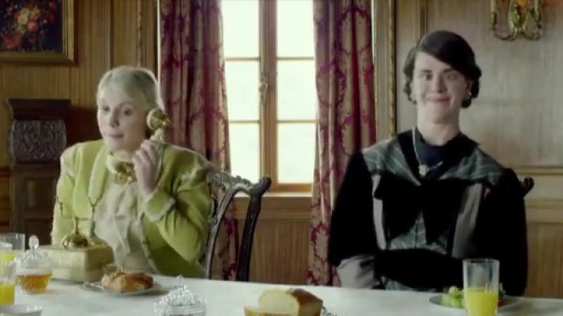 Британці висміяли звичку витріщатися в телефони за столом