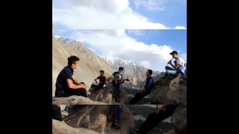 Open air theater rehashing a xikwore song