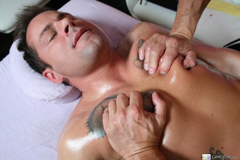 трахнул в рот во время массажа