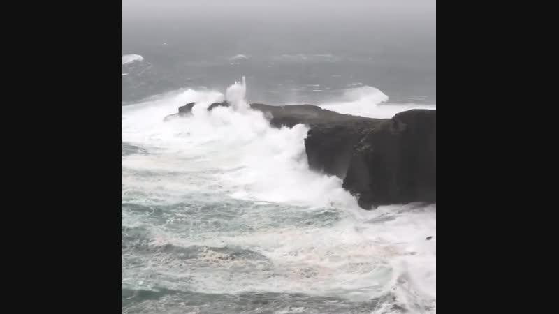Шторм Каллум на острове Валентия Ирландия 12 10 2018