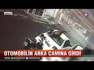 Ne kafa varmış adamda motosikletle arabanın arka camından daldı