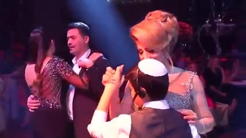 Mama_Deti_Poyut_Mame_Krasivuyu_Pesnyu_Original_(VIDEOMEG.RU)