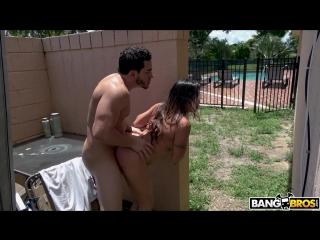 Трахнул прямо на улице (Julianna Vega hd tits ass porn порно anal POV минет малолетка насилует инцест куколд жесткий русское)