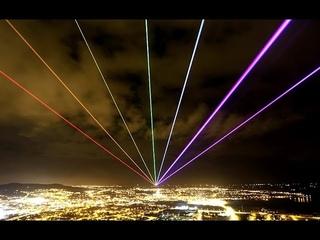 Ночная лазерная проекция в наших дворах, сверхмощный лазер выжигает рекламу, вечернее шоу в темноте!