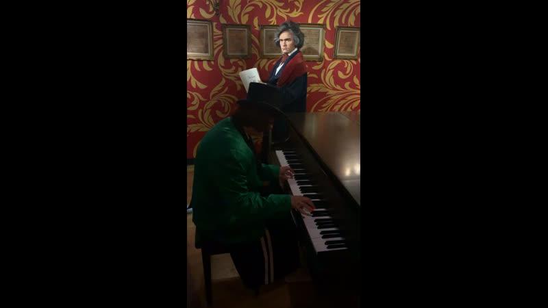 Бангкок. Играю Бетховена. Музей мадам Тюссо.