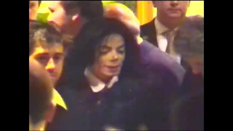 LONDON March 2001 - Michael Jackson at Lanesborough Hotel - 10th anniversary fanday