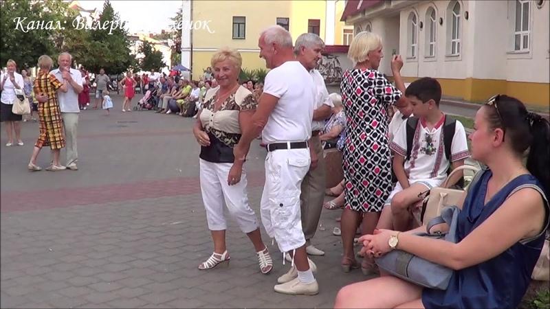Классно танцуют под музыку ЦВЕТУЩИЙ МАЙ! Brest! Music! Street dance!