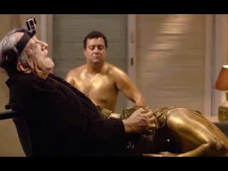 Старый дед заставляет молодую девушку проглотить его сперму (кончил в горло, глотает кончу, заставил сосать вонючий хуй)