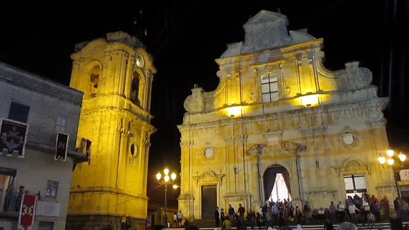 Церковь Санта-Мария-делла-Стелла в г. Милителло на Сицилии. Колокольный звон