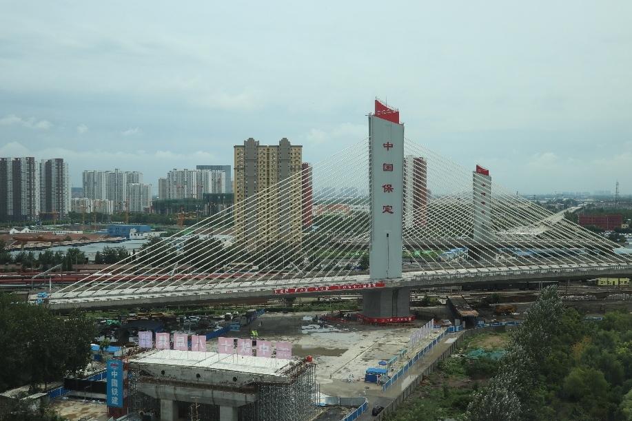 В конце июля в городе Баодин (Китай) состоялось открытие нового поворотного моста, установившего сразу два мировых рекорда.
