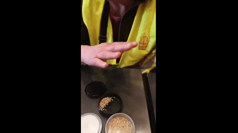 20190401 - Les giletsjaunesconstituants 91 échangent des semences paysannes. Monsanto.. On ten....le! ))