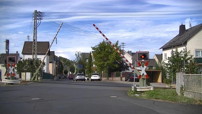 Spoorwegovergang Elz D Railroad crossing Bahnübergang