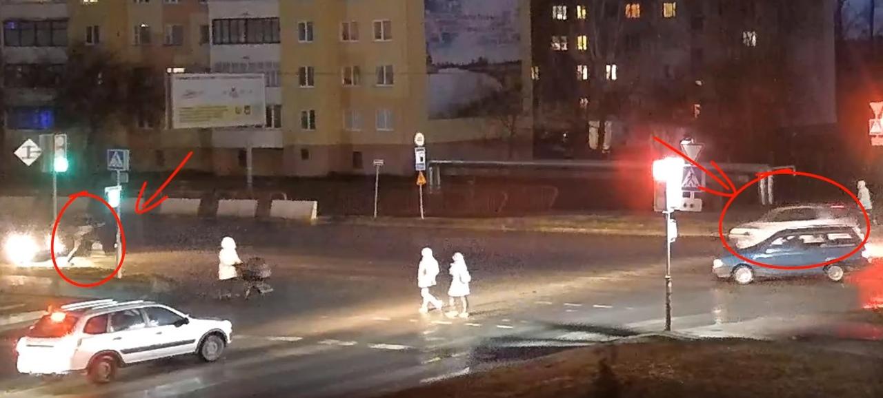 В Кобрине подросток перебегал улицу и немедленно был сбит автомобилем. Есть видео