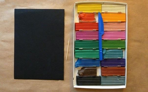 СЕВЕРНОЕ СИЯНИЕ ИЗ ПЛАСТИЛИНА Когда в руки малыша попадает коробка с цветным пластилином, то чаще всего, после нескольких минут «самостоятельной» работы, огорченная мама отправляет «произведение